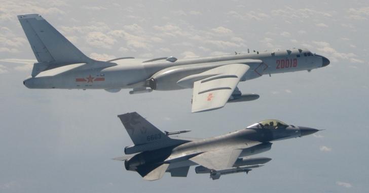 中國連續兩天派軍機繞台,外交部長Twitter喊話:專心處理好你家武漢病毒的問題,轟-6轟炸機對病毒沒用