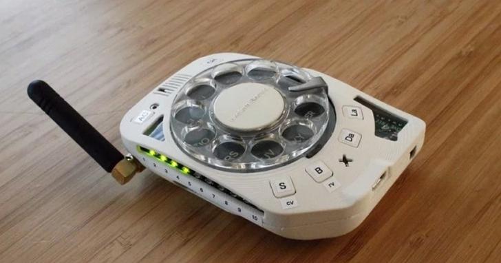 如何自製一個帶有撥號轉盤的「手機」