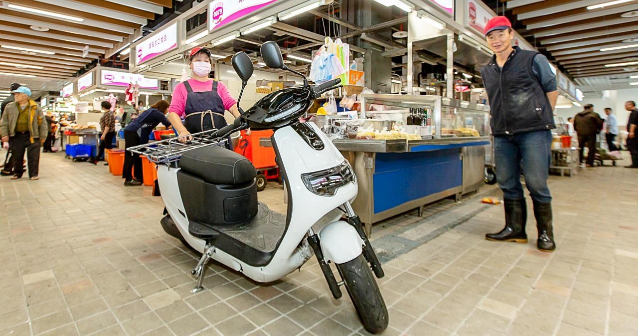 中華 iE125 Pickup 電動車進駐台北環南市場,帶來更乾淨的購物環境
