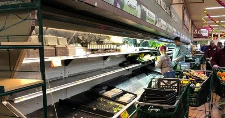 故意在賣場對食物咳嗽「報復」?美國司法部警告,病毒屬於生化武器、可被視為恐怖攻擊逮捕