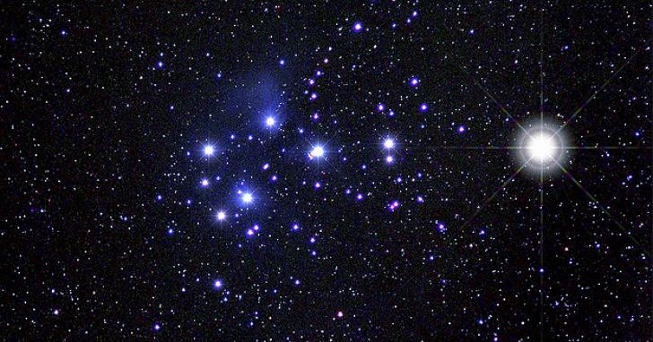 今、明傍晚金星將與七姊妹星團相遇!八年一度天文奇景,抬頭就看得到