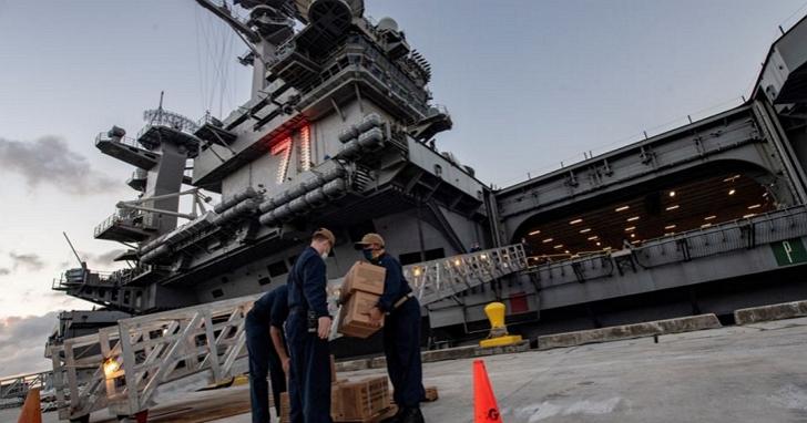 美軍證實羅斯福號航空母艦服役士兵因感染新冠病毒死亡,為美國首位因新冠病毒過世的現役軍人