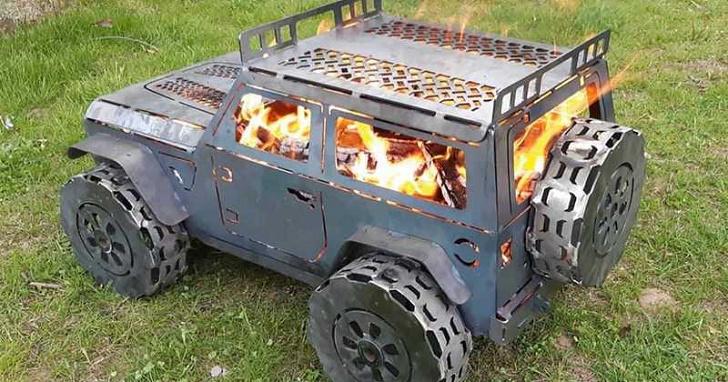 路邊驚見火燒吉普車?其實這是 Jeep Wrangler 外型的 BBQ 營火
