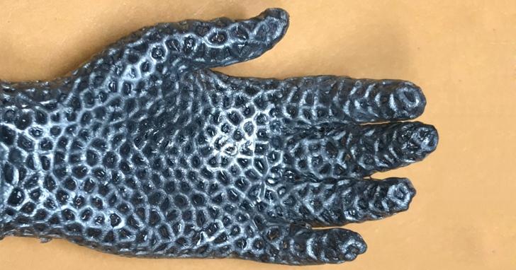 科學家團隊打造橡膠「外骨骼」 讓液態金屬結構保持其形狀