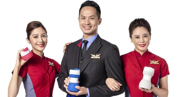 華航推出摺疊隨行杯,這造型讓網友讚嘆果然是「飛機杯」