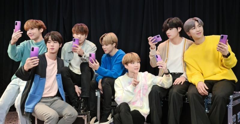 Army 們的手機來了!三星在台開賣防彈少年團 BTS 聯名版 Galaxy S20+、Galaxy Buds