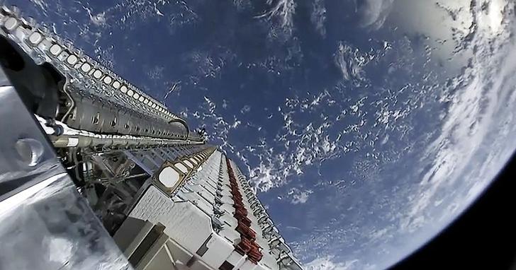 寬頻網路從太空直送你家!馬斯克的星鏈太空網路開始公測,人人可申請!