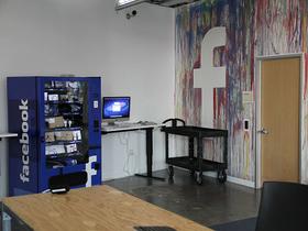 Facebook 矽谷新總部曝光,辦公室驚見中華民國國旗