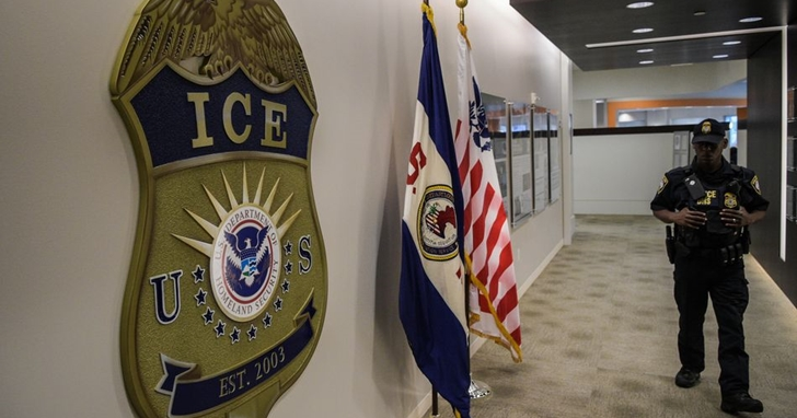 留美學生注意!美國移民局 ICE 釋新規:從下學期起,若國際學生僅有線上課程,恐被迫遣返離境