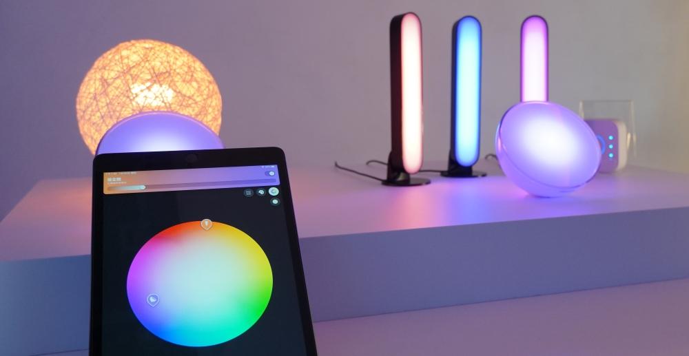 Philips Hue 智慧燈泡新品上市,燈光色彩跟著情境變化、居家氛圍輕鬆上手