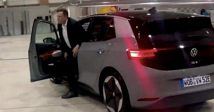 福斯CEO測試號稱「特斯拉殺手」的 ID.3電動車,找來的專家竟然是特斯拉CEO馬斯克