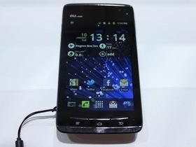 Fujitsu Arrows 四核心手機亮相,搶頭香在 CES 2012 現身