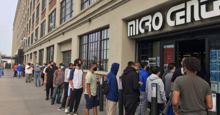 Nvidia RTX 3080顯卡在美國銷售一空,各地商店出現排隊人潮想搶實體貨