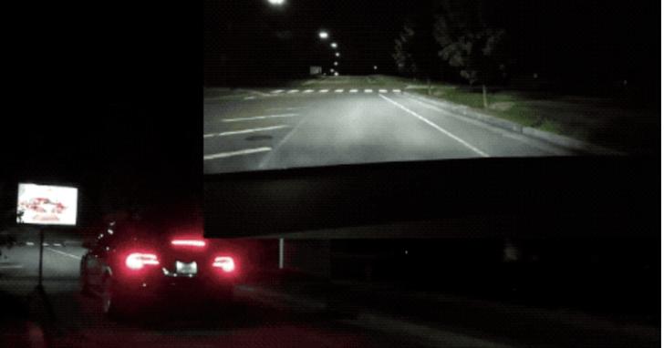 特斯拉大半夜「見鬼」,空無一人的路上卻看見「幽靈」秒剎車