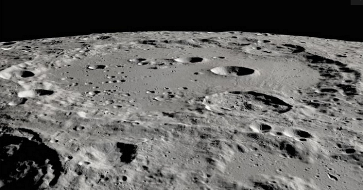 NASA 宣布科學家在月球表面發現水
