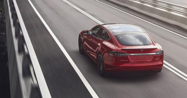 買新車就送全自動輔助駕駛 3 個月,Tesla 也要衝買氣了