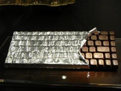 巧克力也玩漂浮!情人節來看有趣的巧克力藝術品