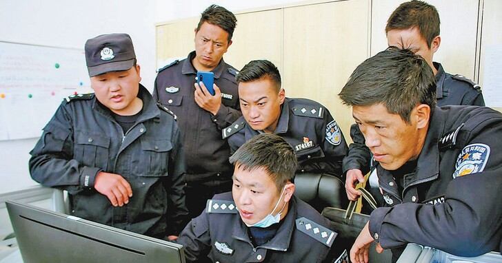 中國整頓網路下狠招,將對網紅主播「分級分類」、對時政議題發言需先申請「許可證」