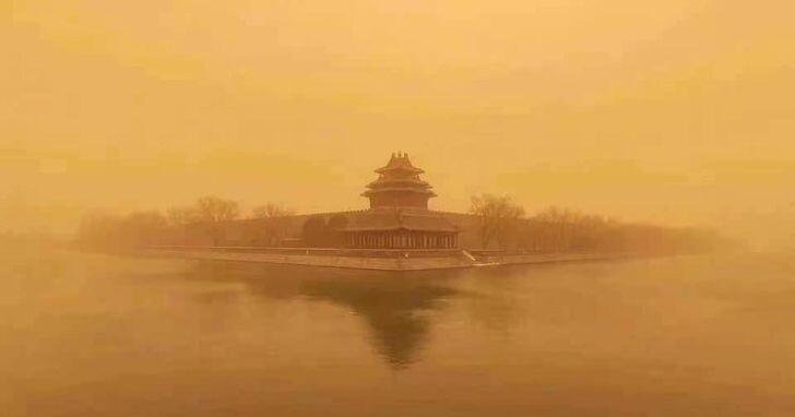中國遇到十年來最嚴重的沙塵暴,但為什麼多數手機都拍不出來真實的樣貌?