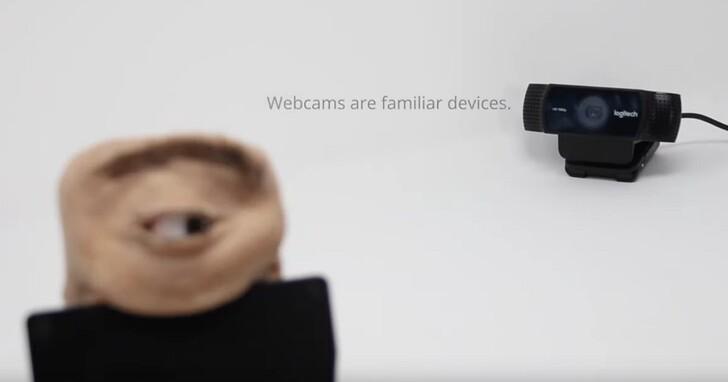 他把監視攝影機改裝成「天眼」,能眨眼還能瞪你、把你瞧到心發麻