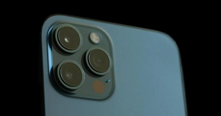 iPhone 13 連貼膜都曝光了,瀏海變窄、後置鏡頭變大看來已經可確定