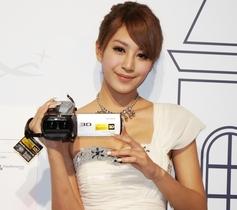 Sony 2012 Handycam 新機8款報到,主打全方位防手震、100吋投影