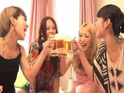TAKARA TOMY 啤酒泡泡製造杯,按一下泡泡馬上出現