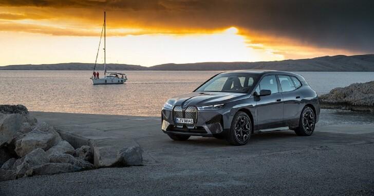 BMW 曝光 iX xDrive50 SAV 大量資訊,40 分鐘就充滿 80% 電力