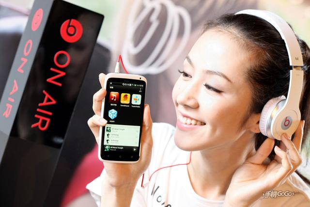 HTC One X、One V  動手玩,上市時間、售價、電信方案公佈