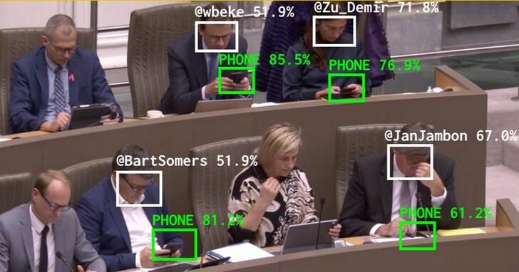 比利時藝術家用AI來幫選民監督國會,看議員有多少人開會時在滑手機