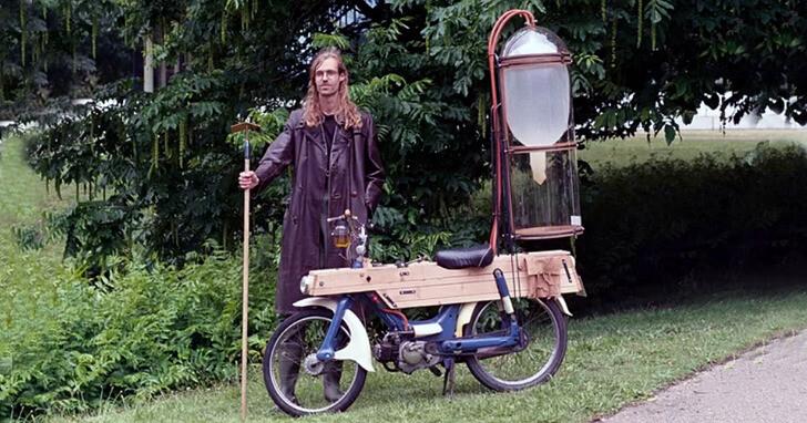 徒手挖8小時沼氣,讓自製摩托車不花1毛錢行駛20公里