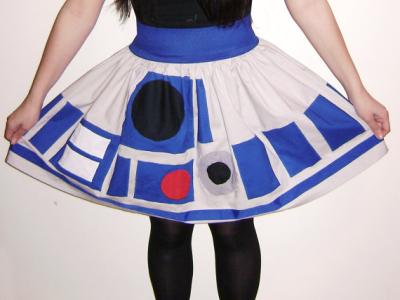 把星戰 R2D2 穿上身!塑腰顯瘦短裙、手繪淑女鞋上架