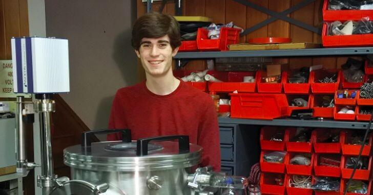 19歲天才少年在家手工打造CPU,1200個電晶體、媲美英特爾 4004 CPU