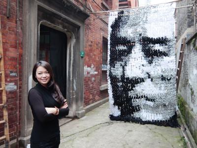 作畫不限紙筆,用襪子拼出張藝謀,還有周杰倫、姚明創意肖像