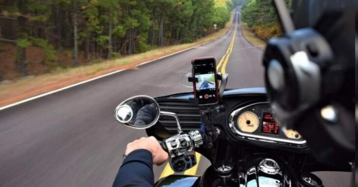 蘋果說把iPhone固定在機車上,引擎產生的震動可能會損壞iPhone鏡頭