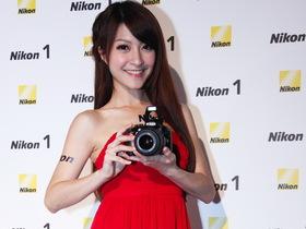 Nikon D3200 在台發佈,彭于晏、桂綸鎂雙代言人出擊