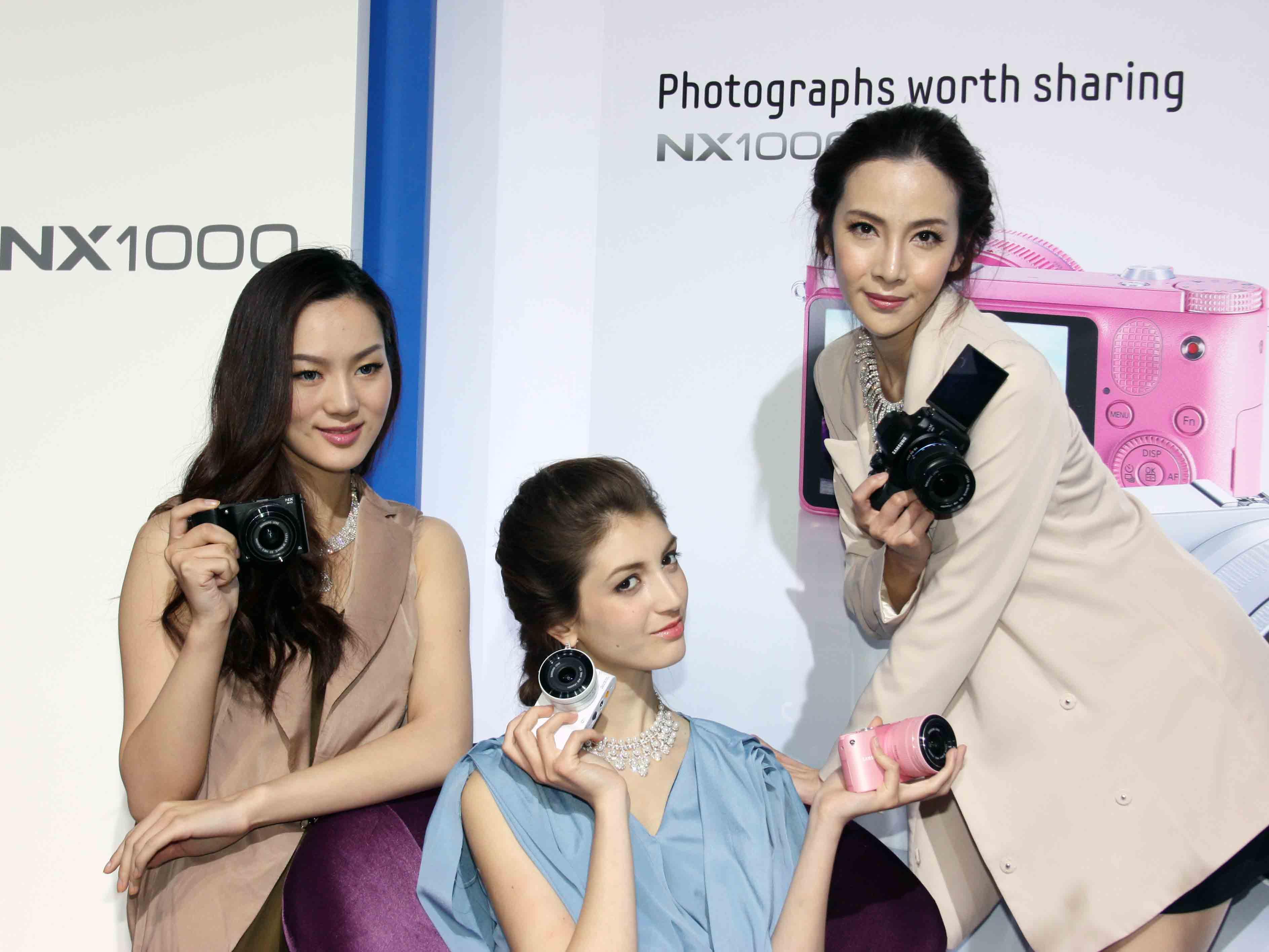 Samsung 發表三款 NX 可交換鏡頭相機,都有 Wi-Fi 功能
