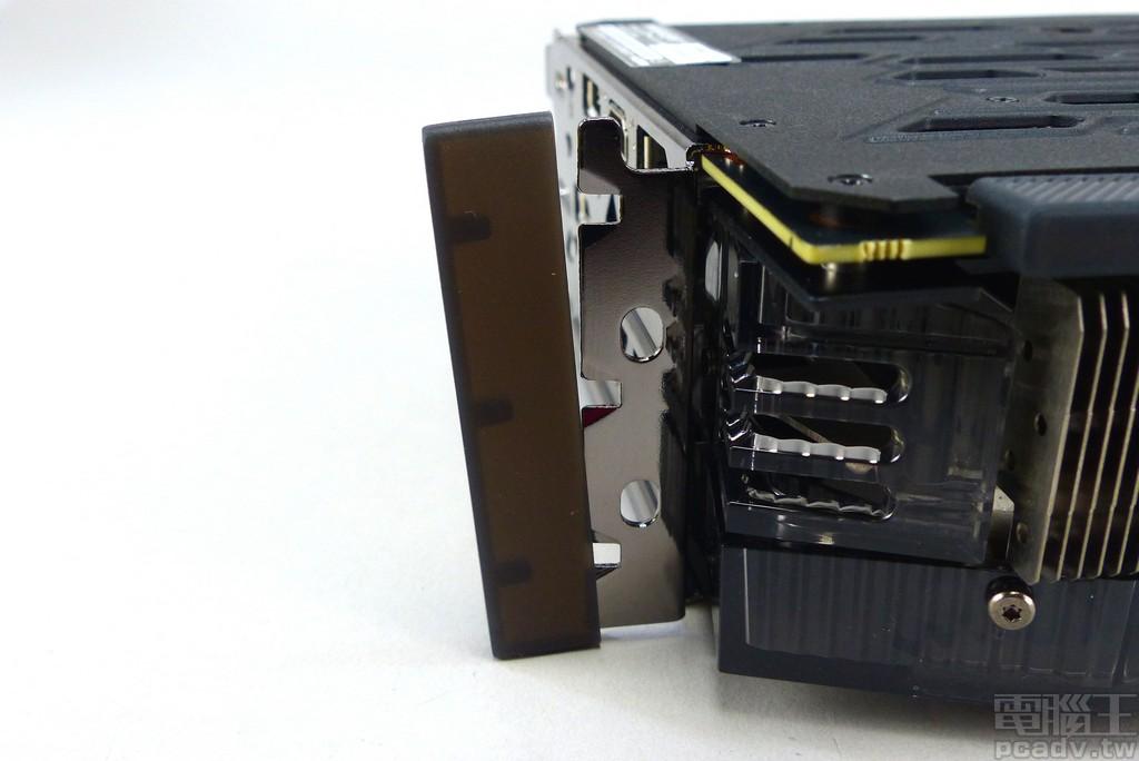 档板锁螺丝处也有加装防尘套,实属少见