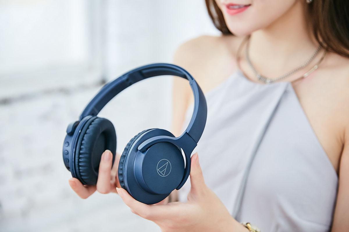 外型俐落精緻的 ATH-ANC500BT 雖為大型�戴耳罩式�計,但機體卻十分輕盈,無論是佩戴或是外出攜帶都不會造成過多負擔。