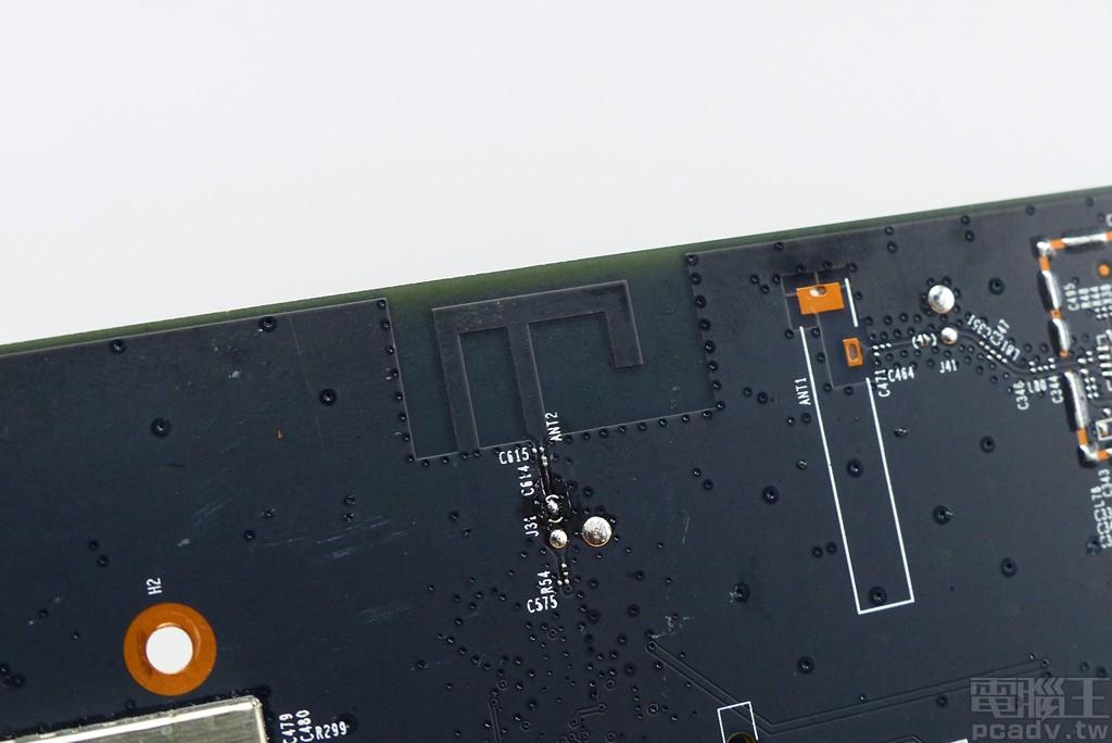 ▲ 電路板直接洗出 1 個 PIFA 天線供藍牙使用。