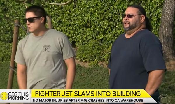 老闆,F16把我們家的倉庫撞了一個大洞!美國員工分享F16撞進自家倉庫現場影片