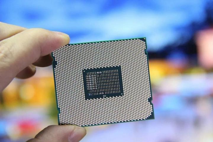 英特爾不敵日本企�,最終放棄半導體儲��務,進入微處理器領域。圖片來源