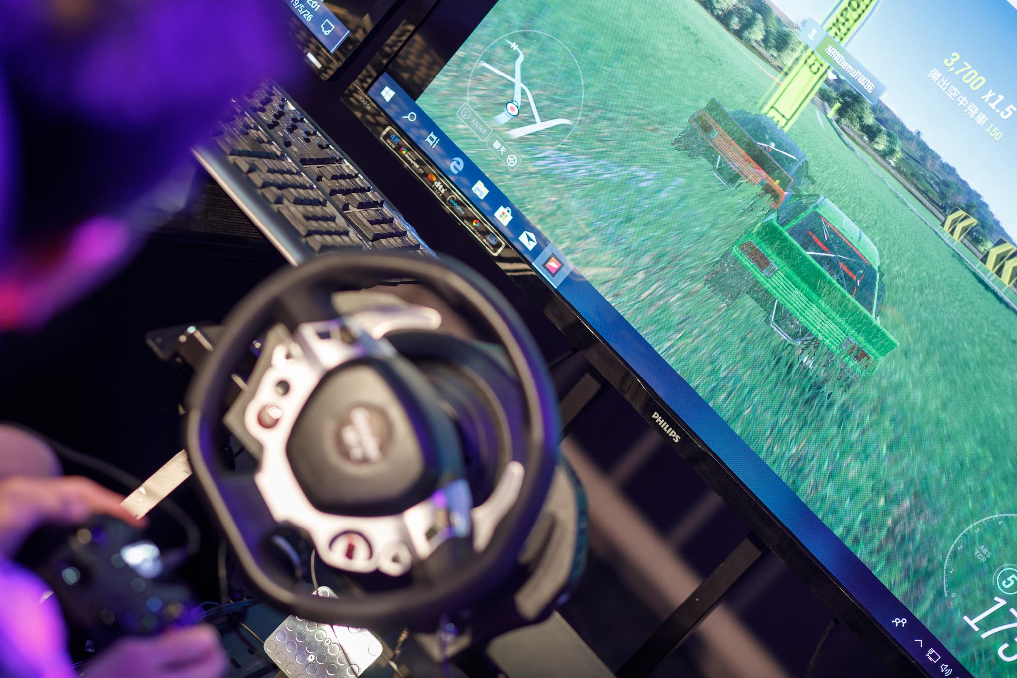 「捷元宙斯盃極限競速大賽」從初賽一路比到總決賽,全都採用《極限競速:地平線4》這款高人氣賽車遊戲。