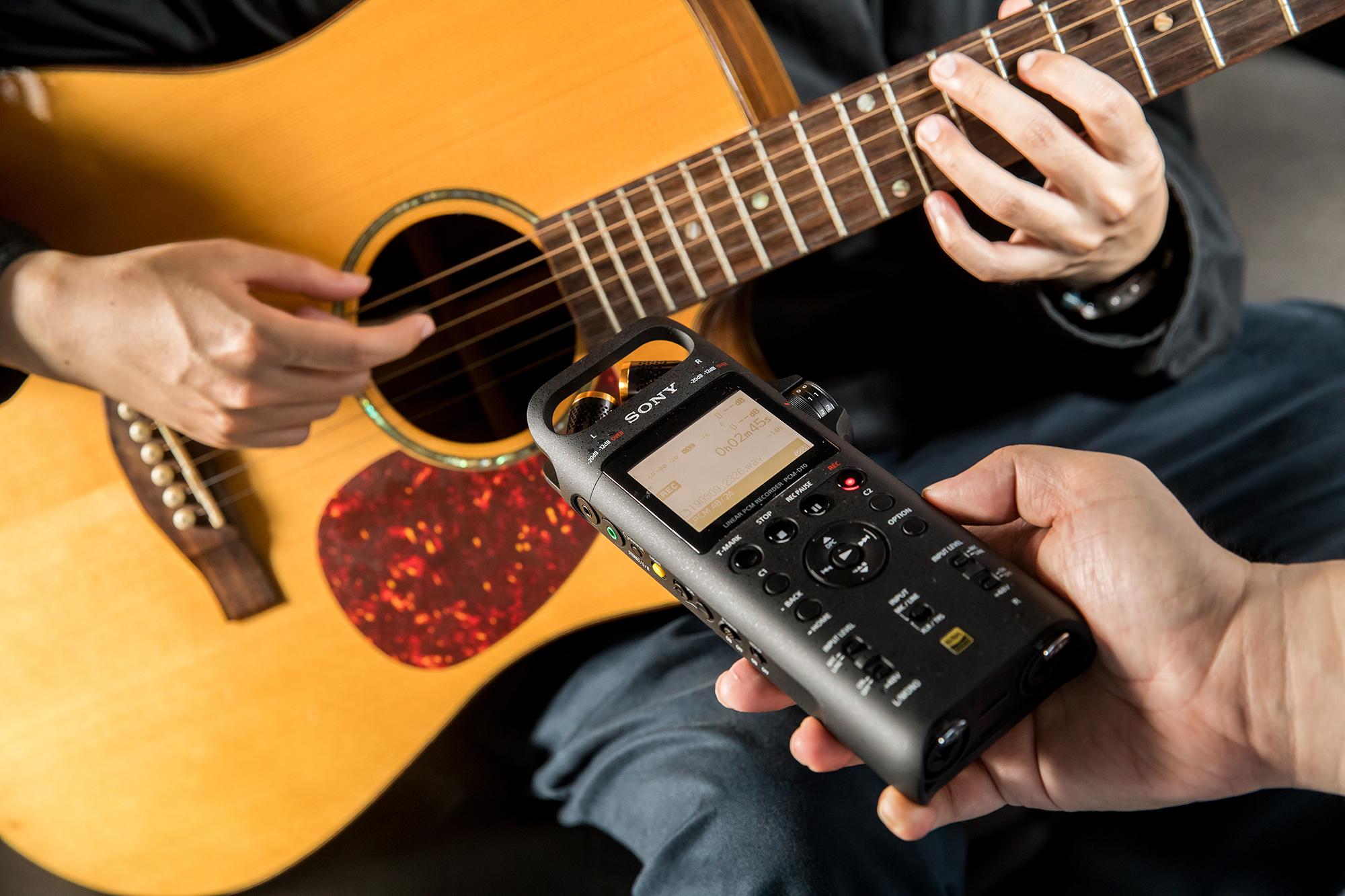 當近距離錄製吉他或貝斯時,就可以調整成 X �型立體音模式,將兩組麥克風朝內對準吉他音箱,就能錄到渾厚飽滿的音色。