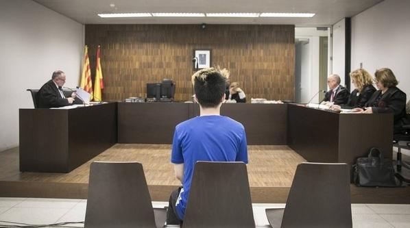 一名21�的YouTuber,惡搞街友欺騙他吃下含有牙膏的奧利奧餅乾而被判刑15個月