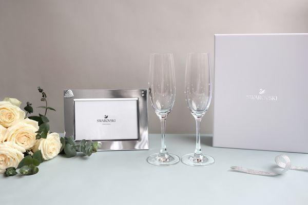 凡購買 LG SIGNATURE 品牌家電,並完成官網產品註冊登錄後即會收到問卷,填寫完成後即可獲得施華洛世奇水晶相框及水晶香檳杯(2入)