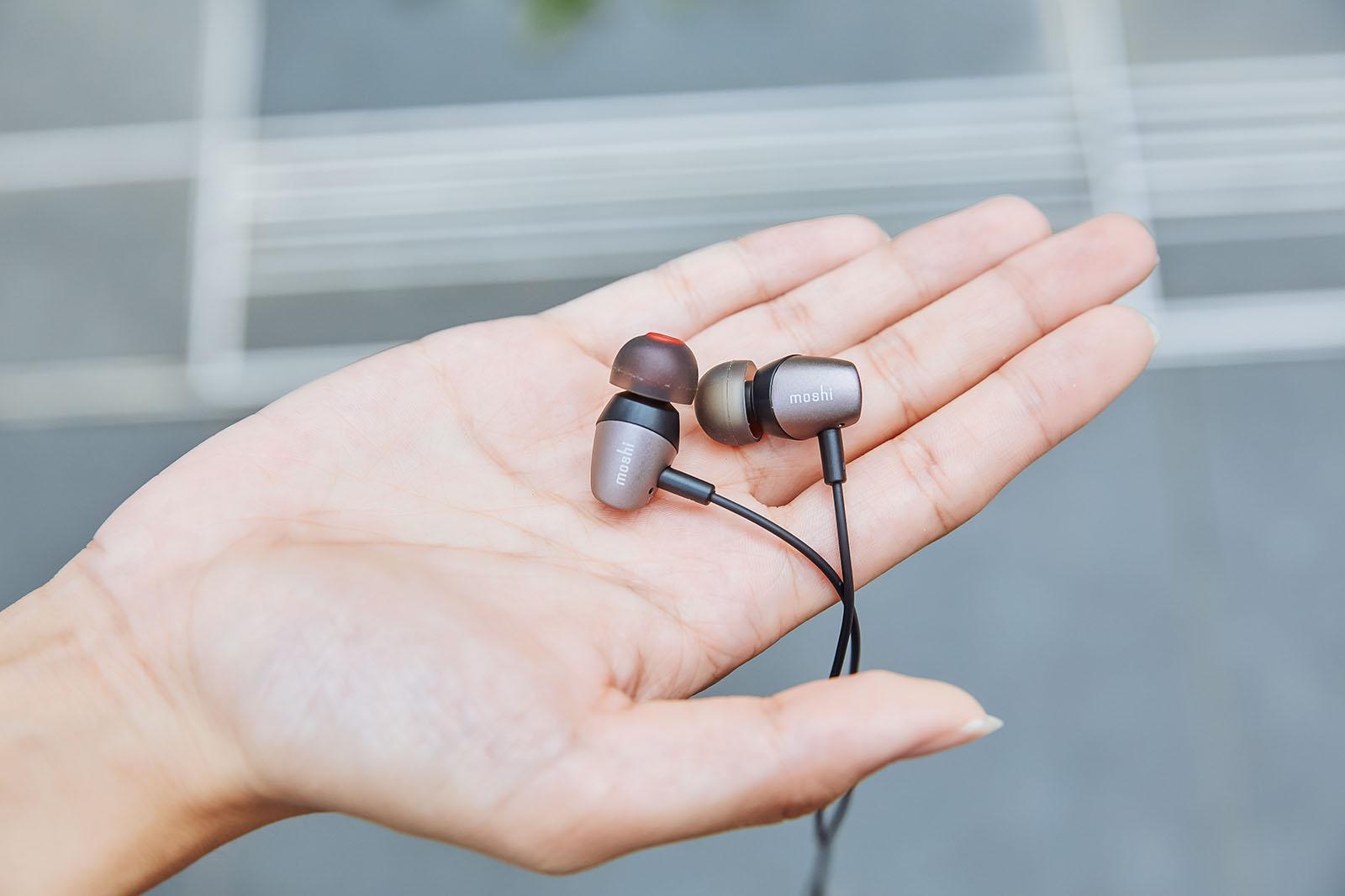 Mythro C 重量僅僅只有 18g,戴上之後完全沒負擔,甚至可以說是「超無感」,通勤族只要戴上之後就能在最放鬆的狀態下享受音樂。
