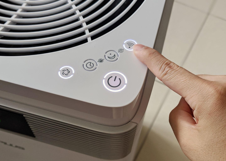 接下來將G-Plus Pro 1000 開機,並長按 Wi-Fi 按鈕不放,直到按鈕的白色燈號閃爍,即可進入到連線模式。