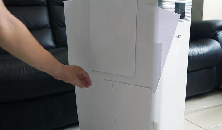 一層層疊上 A4 紙,約莫 10 張後仍舊穩穩吸住所有紙張。