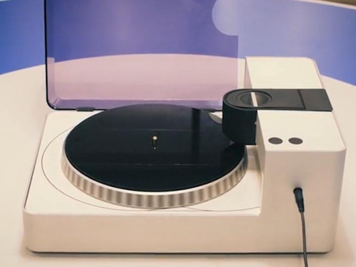 之後Phonocut就會自動運作,將音訊刻錄至唱片。